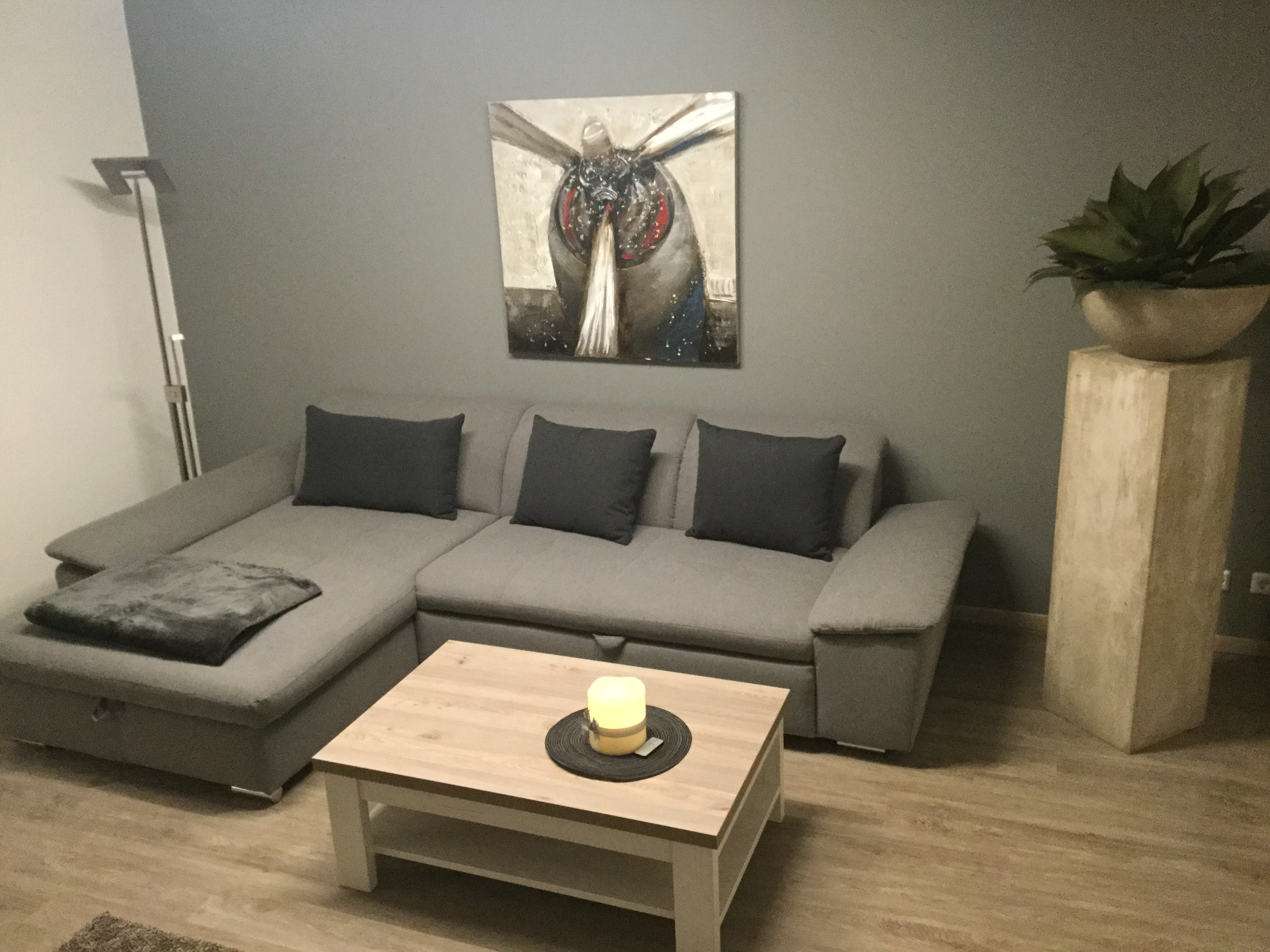 Komfortable graue Couch